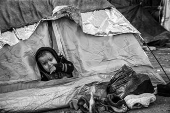 Ada Luisa Trillo - The Migrant Caravan - El Ninio Solo Photograph on Fine Art Paper, Photography