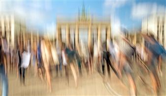 Gottfried Roemer - Berlin Through Brandenburg Gate Photograph on Aluminum, Photography