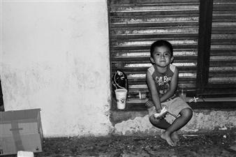 Ada Luisa Trillo - The Migrant Caravan #13 Photograph on Fine Art Paper, Photography