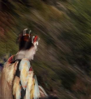Daniel Johananoff - Maiko in Gion Archival Pigment Print on Plexiglass, Photography