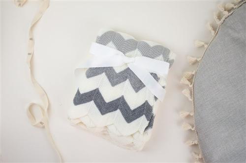 cobija grecas gris con blanco