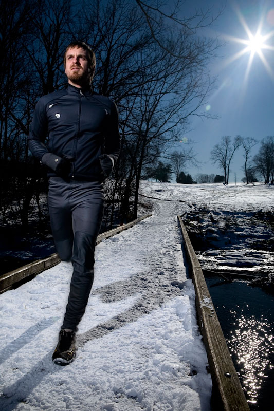 Carl Bakanowski trailrunning through the snow.
