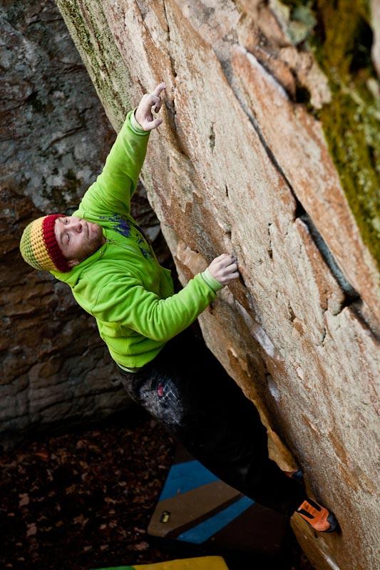 Eric Gifford climbs 'Latin for dagger' V5