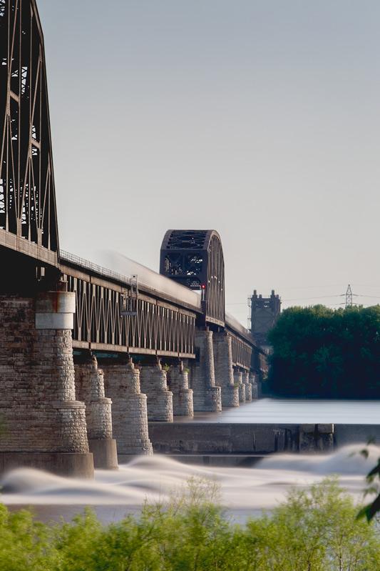 A train crosses the Ohio River
