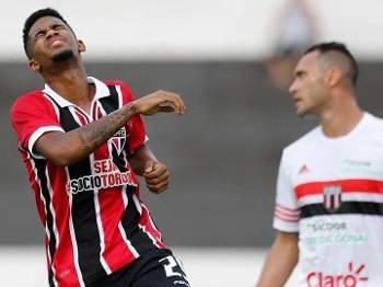 Ewandro lamenta chance perdida na derrota do Botafogo-SP
