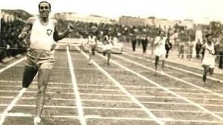 Sylvio de Magalhães Padilha na final dos 400m com barreiras no Sul-Americano de 1939 em Lima, no Peru
