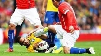 Neymar Brasil Medal Chile Pisa Amistoso 29/03/2015