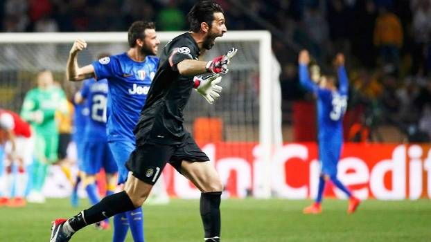 Buffon comemora classificação da Juventus diante do Mônaco na Champions League