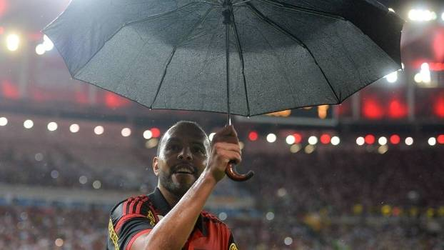 Alecsandro fez a festa na chuva e garantiu vitória do Flamengo no clássico