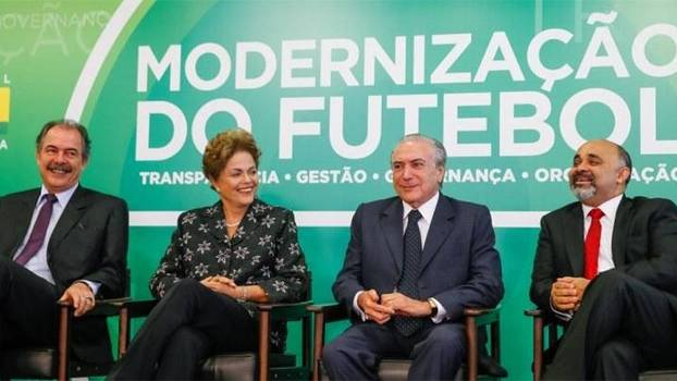 Aloizio Mercadante, Dilma Rousseff, Michel Temer e George Hilton, em lançamento da MP do Futebol