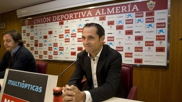 Sergi Barjuán foi apresentado como novo técnico do Almería nesta segunda