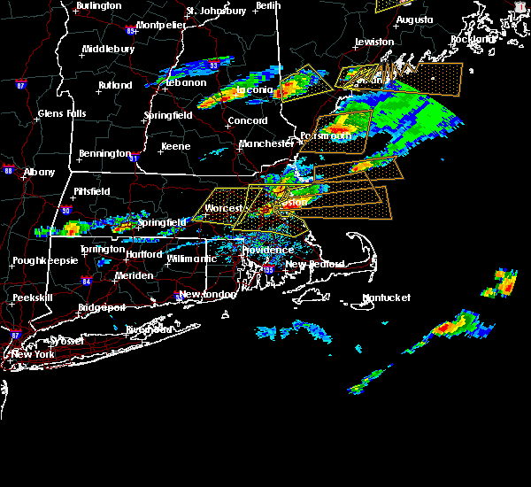 Radar Image for Severe Thunderstorms near Nahant, MA at 8/4/2015 4:33 PM EDT