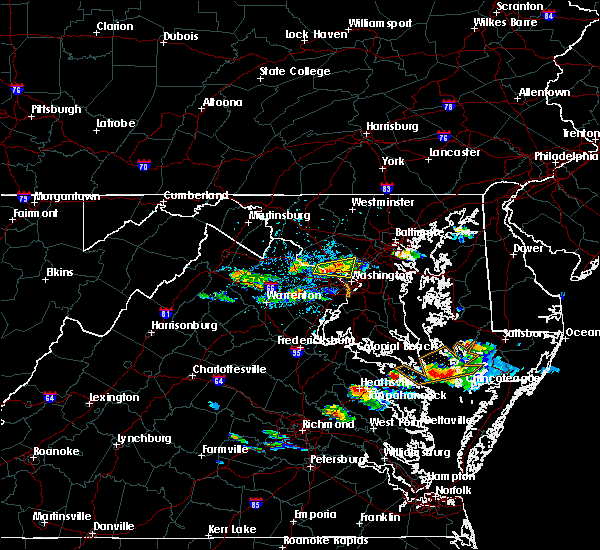 Radar Image for Severe Thunderstorms near Garrett Park, MD at 8/4/2015 5:58 PM EDT