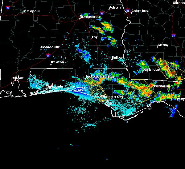 Radar Image for Severe Thunderstorms near Lynn Haven, FL at 8/7/2015 5:28 PM CDT
