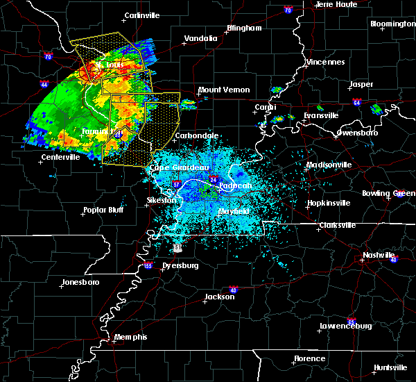 Radar Image for Severe Thunderstorms near Cape Girardeau, MO at 8/9/2015 8:39 PM CDT