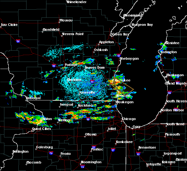 Radar Image for Severe Thunderstorms near Shorewood, WI at 8/10/2015 12:10 PM CDT