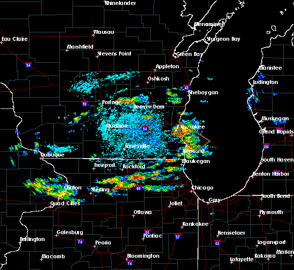 Radar Image for Severe Thunderstorms near Shorewood, WI at 8/10/2015 12:20 PM CDT