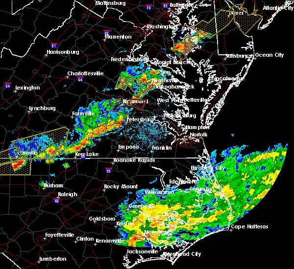 Radar Image for Severe Thunderstorms near Sandston, VA at 8/11/2015 5:08 PM EDT