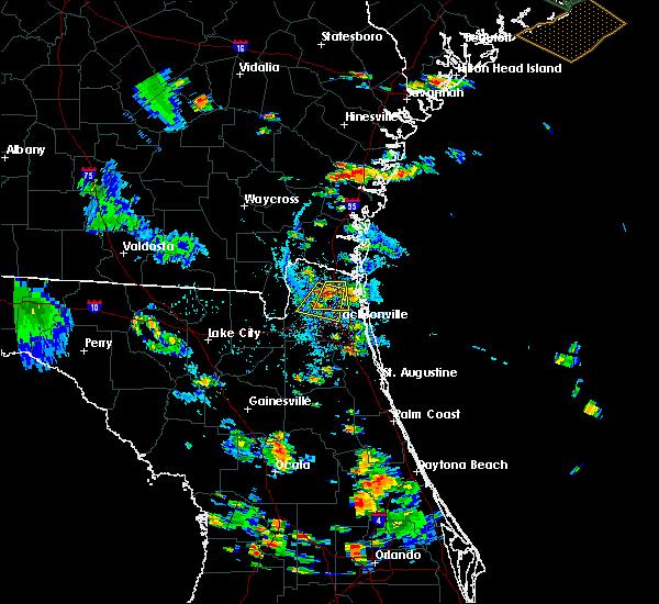 Radar Image for Severe Thunderstorms near Yulee, FL at 8/18/2015 5:59 PM EDT