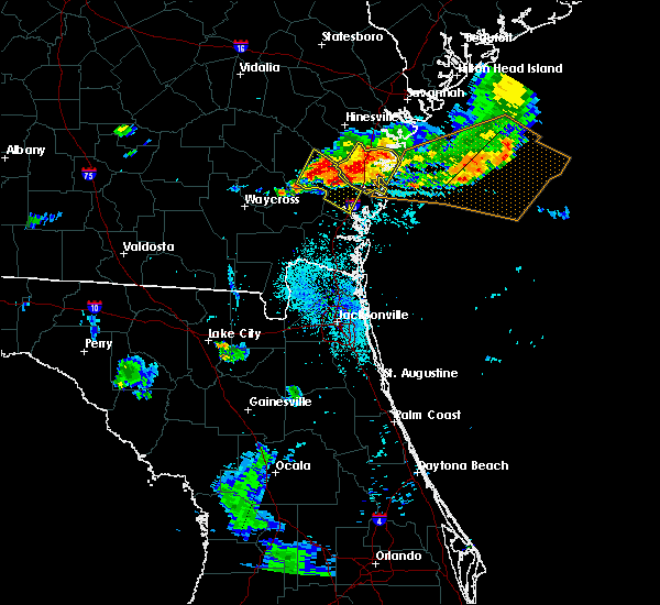 Radar Image for Severe Thunderstorms near Darien, GA at 8/22/2015 7:56 PM EDT