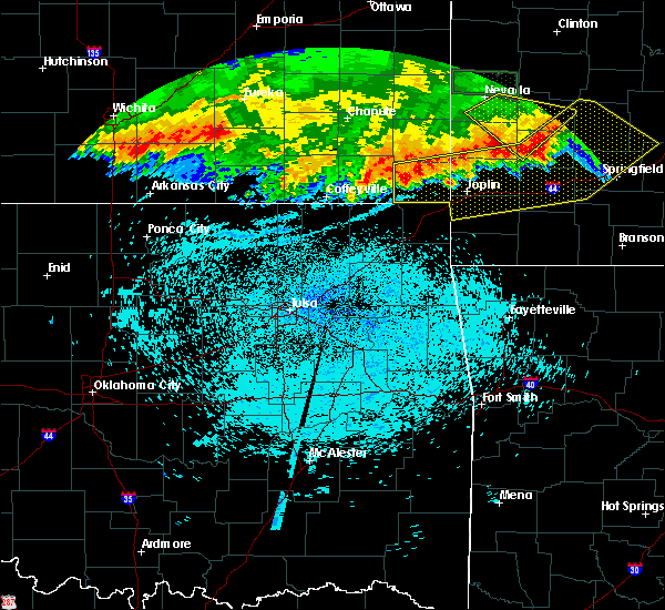 Radar Image for Severe Thunderstorms near Oswego, KS at 8/23/2015 4:02 AM CDT