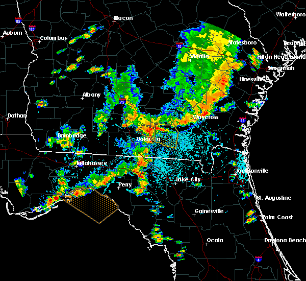 Radar Image for Severe Thunderstorms near Homerville, GA at 8/23/2015 3:40 PM EDT