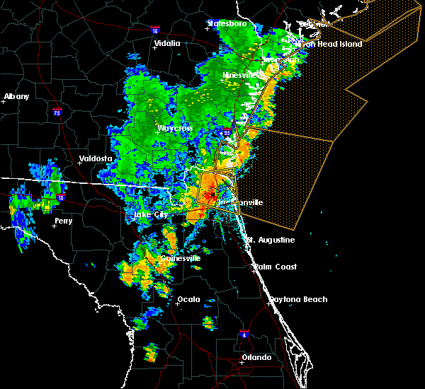 Radar Image for Severe Thunderstorms near Callahan, FL at 8/23/2015 6:00 PM EDT