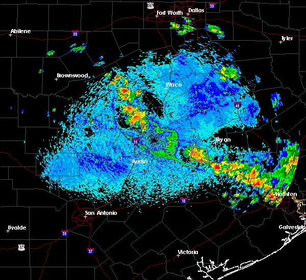 Radar Image for Severe Thunderstorms near Brenham, TX at 8/25/2015 1:30 PM CDT