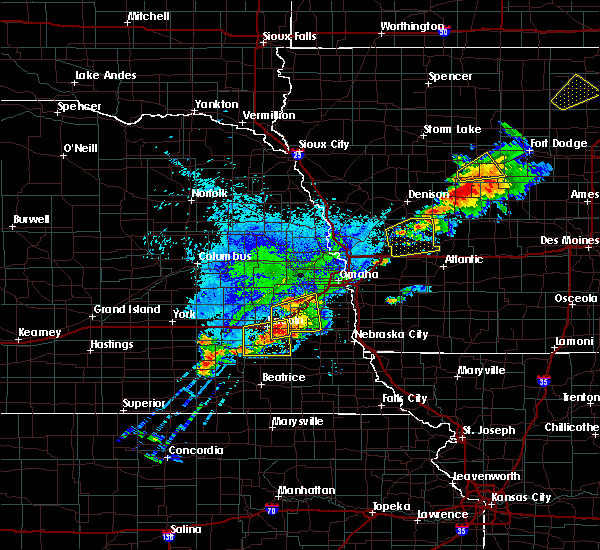 Radar Image for Severe Thunderstorms near Westphalia, IA at 9/6/2015 6:54 PM CDT