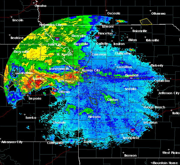 Radar Image for Severe Thunderstorms near Lenexa, KS at 9/10/2015 8:45 PM CDT