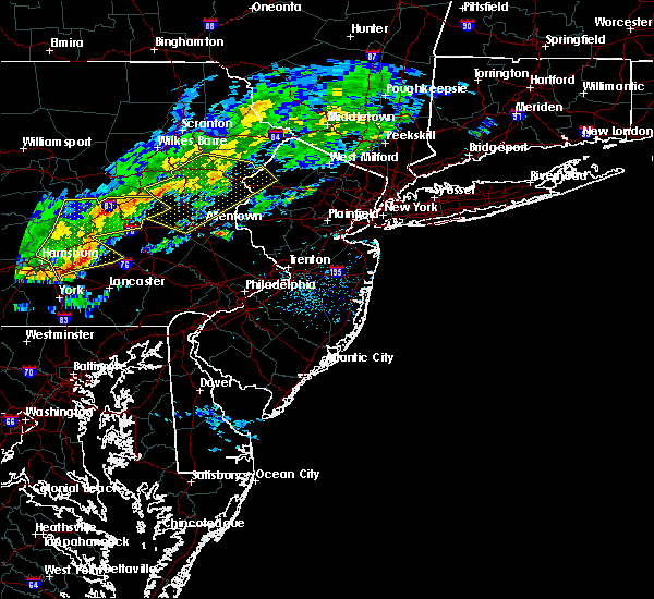 Radar Image for Severe Thunderstorms near Lampeter, PA at 10/9/2015 3:40 PM EDT