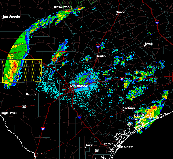 Radar Image for Severe Thunderstorms near Fredericksburg, TX at 10/30/2015 11:40 PM CDT