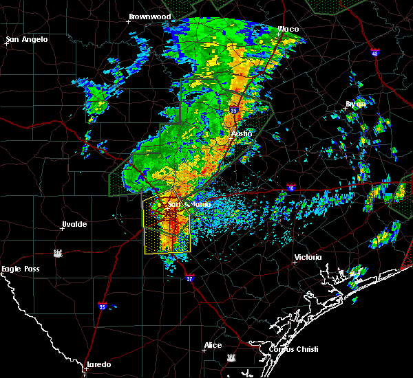 Radar Image for Severe Thunderstorms near Poteet, TX at 10/31/2015 3:42 AM CDT