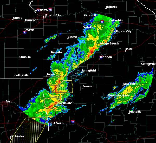 Radar Image for Severe Thunderstorms near Cassville, MO at 11/5/2015 5:17 PM CST