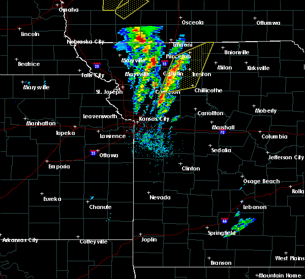 Radar Image for Severe Thunderstorms near Hamilton, MO at 11/11/2015 2:05 PM CST