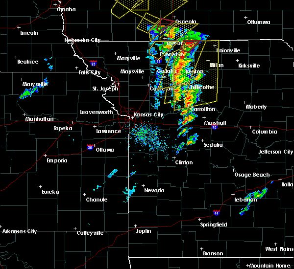Radar Image for Severe Thunderstorms near Mendon, MO at 11/11/2015 2:46 PM CST