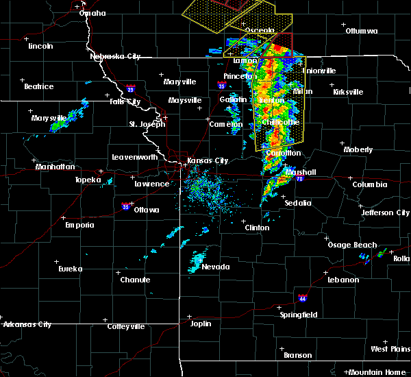Radar Image for Severe Thunderstorms near Mendon, MO at 11/11/2015 3:07 PM CST