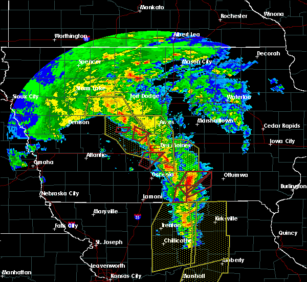 Radar Image for Severe Thunderstorms near Pleasantville, IA at 11/11/2015 3:30 PM CST