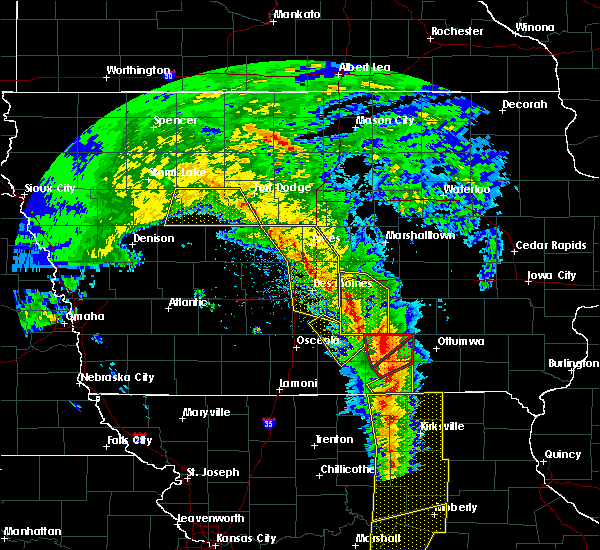 Radar Image for Severe Thunderstorms near Newton, IA at 11/11/2015 3:47 PM CST