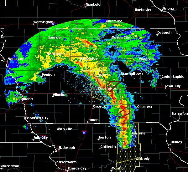 Radar Image for Severe Thunderstorms near University Park, IA at 11/11/2015 3:51 PM CST