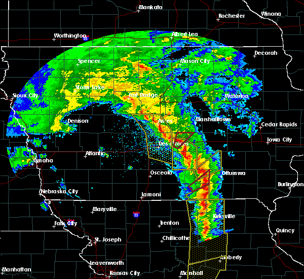 Radar Image for Severe Thunderstorms near Newton, IA at 11/11/2015 3:55 PM CST