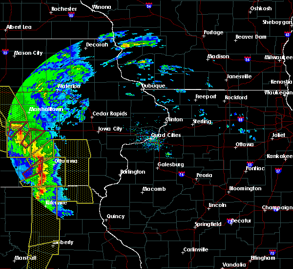 Radar Image for Severe Thunderstorms near What Cheer, IA at 11/11/2015 3:58 PM CST