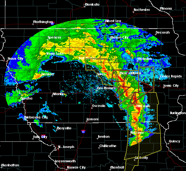 Radar Image for Severe Thunderstorms near North English, IA at 11/11/2015 4:20 PM CST