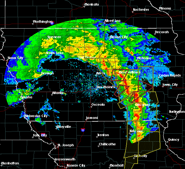 Radar Image for Severe Thunderstorms near Agency, IA at 11/11/2015 4:25 PM CST