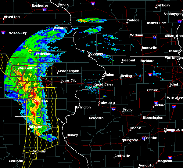 Radar Image for Severe Thunderstorms near What Cheer, IA at 11/11/2015 4:25 PM CST