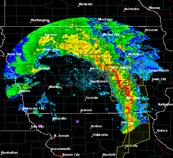 Radar Image for Severe Thunderstorms near What Cheer, IA at 11/11/2015 4:28 PM CST