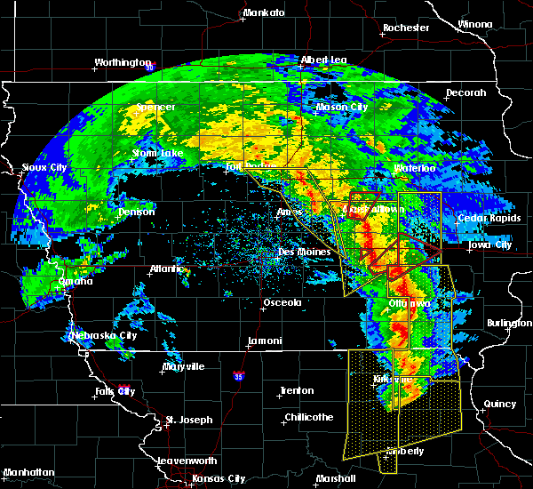 Radar Image for Severe Thunderstorms near Lincoln, IA at 11/11/2015 4:35 PM CST