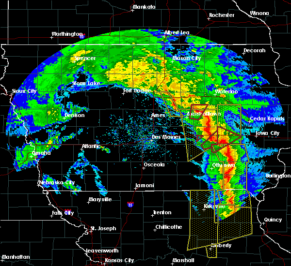 Radar Image for Severe Thunderstorms near New Providence, IA at 11/11/2015 4:38 PM CST