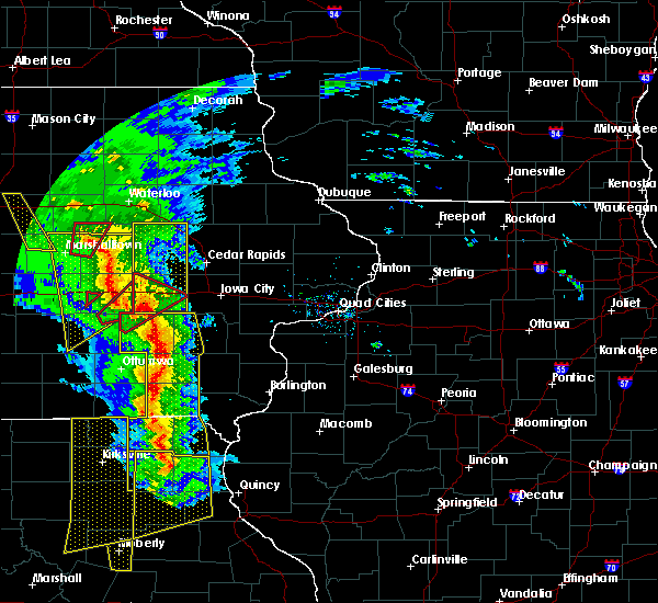Radar Image for Severe Thunderstorms near What Cheer, IA at 11/11/2015 4:39 PM CST