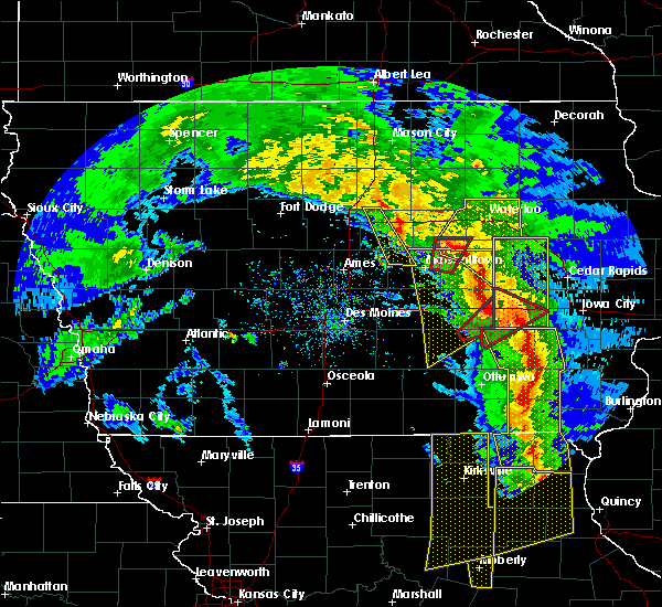 Radar Image for Severe Thunderstorms near New Providence, IA at 11/11/2015 4:44 PM CST